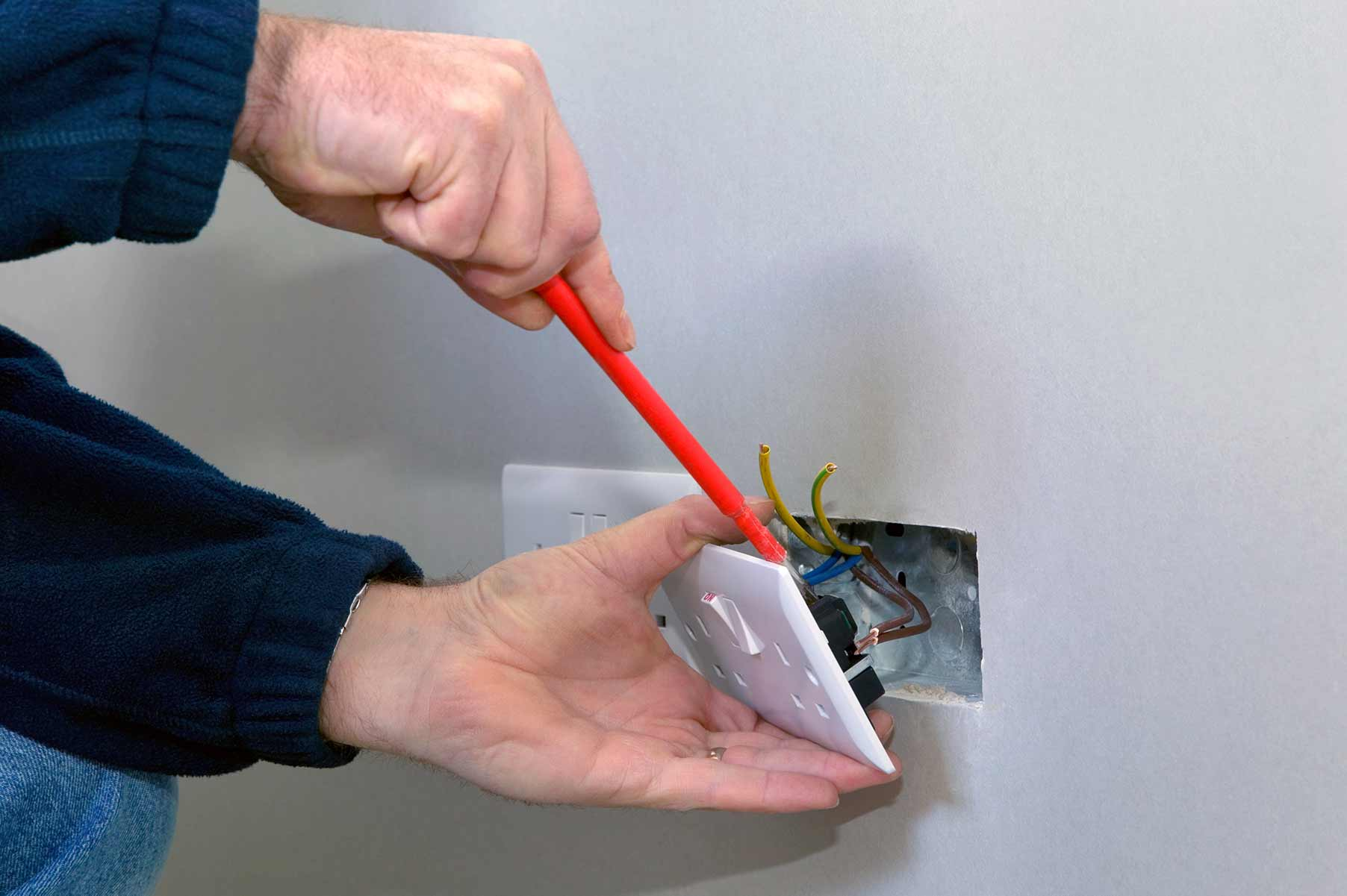 Our electricians can install plug sockets for domestic and commercial proeprties in Fulham and the local area.